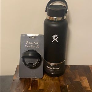 BRAND NEW 40oz Hydro Flask with Sip Lid Accessory